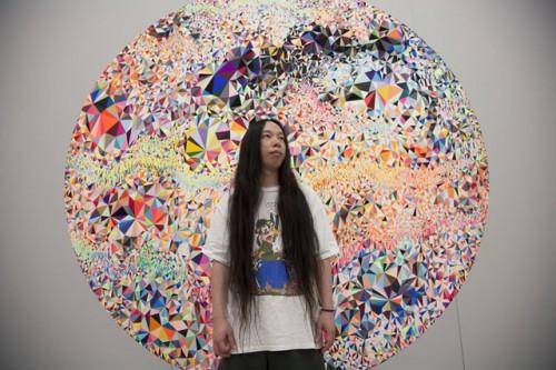 """大野智史 7F gallery1 に展示された""""MATERNAL PRISM""""の前で"""