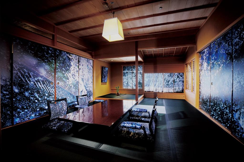 HOTEL HORIZONTAL 蜷川実花×大和屋本店「PLANT A TREE」 ©mika ninagawa, Courtesy of Tomio Koyama Gallery