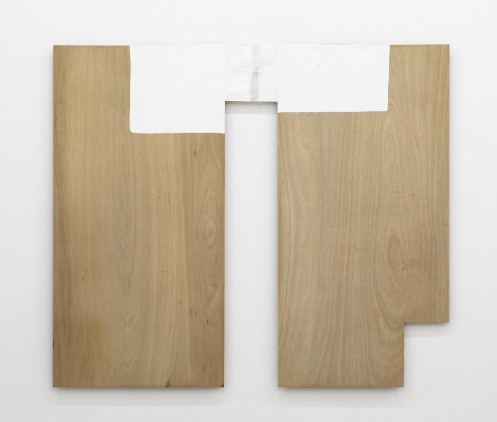 菅木志雄  KISHIO SUGA Border of Interior and Exterior-II 1985 wood,canvas h. 183.0 x w. 211.5 x d. 4.5 cm © Kishio Suga