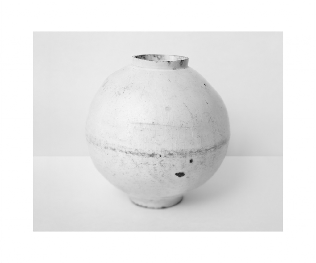 White Vessels (JM 04-2) 2006 Platinum and Palladium Print on Archival Paper, 2015 64.0 x 77.0 cm Courtesy of amanasalto © Koo Bohnchang
