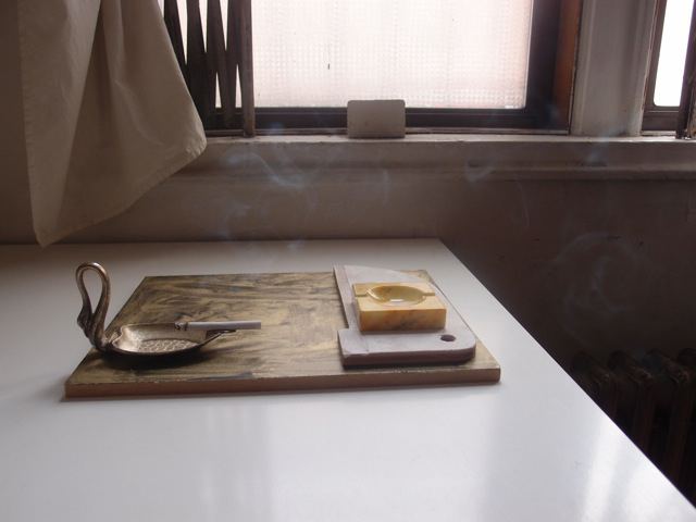 落合多武   Tam Ochiai 灰皿彫刻(swan) 2016 h. 10.0 × w. 35.5 × d. 27.3 cm