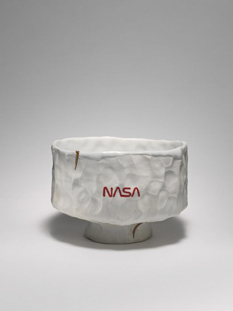 Pam 2013 English porcelain, Temple white glaze, Kintsugi, NASA Red inlay h. 10.2 × w. 13.0 × d. 13.7 cm ©Tom Sachs